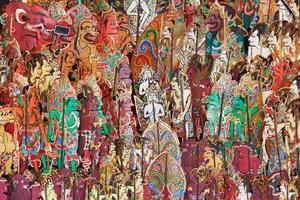 spectacle de personnages traditionnels de marionnettes d'ombre indonésiennes - wayang kulit photo