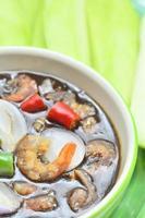 sauce de poisson sucrée prête à servir avec mangue photo