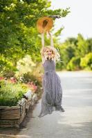 belle femme blonde ludique photo