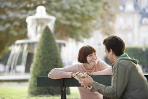 couple, lecture, guide, livre, Parc, banc photo