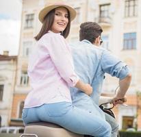 jeune couple, sur, scooter photo
