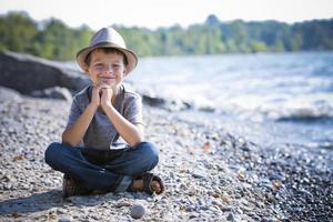 portrait, de, a, petit garçon, porter chapeau photo