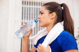 boire de l'eau après avoir travaillé photo