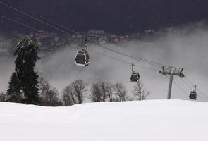 téléphérique dans les montagnes du Caucase photo