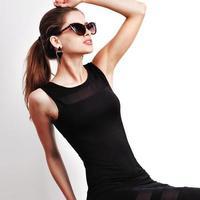 à la mode jeune femme caucasienne.