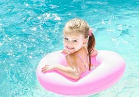sourire, petite fille, dans, piscine photo