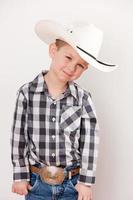 vraies personnes: cowboy souriant, petit garçon, caucasien, taille, haut photo