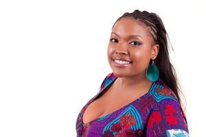 belle femme noire souriante - peuple africain photo