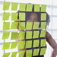 portrait, femme affaires, afro, derrière, collant photo