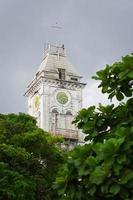 tour de l'horloge d'un bâtiment africain photo