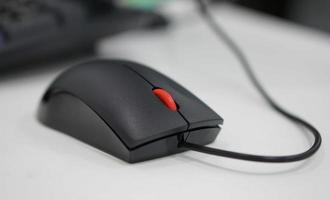 souris d'ordinateur au bureau photo