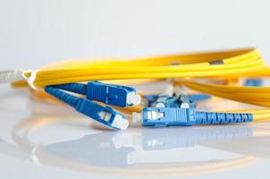 cordon de raccordement à fibre optique photo