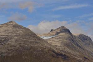 chaîne de montagnes près de olden, norvège photo