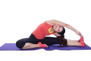 femme asiatique, faire du yoga photo