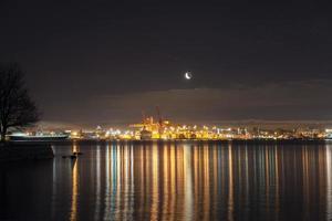 lever de lune sur le port de vancouver bc photo