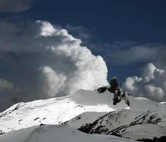 défense noire dans les montagnes de la côte photo