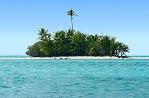 Paysage de l'île de Rapota dans les îles Cook de la lagune d'Aitutaki