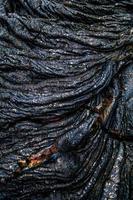 ondulation de roche de lave irisée