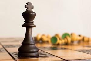 scacchi fotografati su scacchiera photo