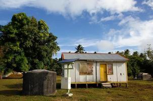 Maison locale sur l'île d'Ofu, Tonga photo