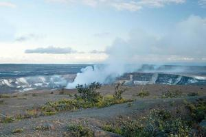 Cratère fumant du volcan Halemaumau Kilauea dans les volcans d'Hawaï