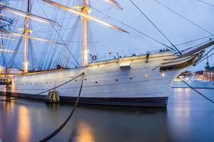navire amarré photo
