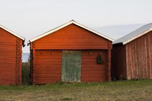 suède maison brun rouge près du lac 5 photo