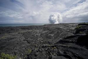 champ de lave vue de nuage de vapeur