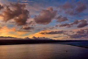 coucher de soleil sur la grande île, hawaï