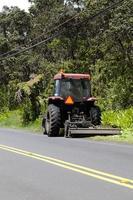 tracteur tirant attache tondeuse côté route
