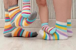 famille en chaussettes