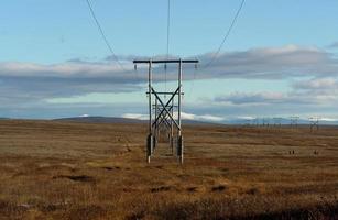 ligne à haute tension dans la toundra des Tchouktches. photo