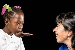 famille multiraciale de mère et fille