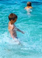 vacances d'été en famille sur la mer (Grèce).