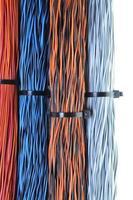 câbles réseau, fils dans les réseaux de télécommunications et informatiques photo