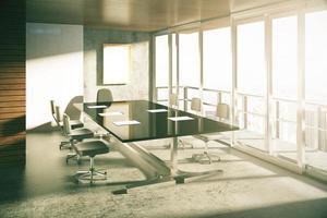 salle de conférence de style loft moderne avec des meubles au lever du soleil photo