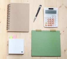article d'affaires sur un bureau en bois photo