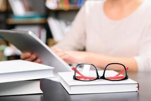 étudier le matériel posé sur le bureau