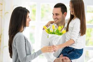 famille heureuse le jour de la mère photo