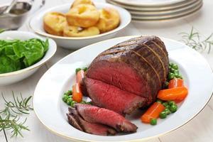 rôti de bœuf avec pudding yorkshire
