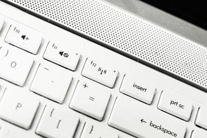 clavier avec bouton de saisie blanc vierge, avec fond photo