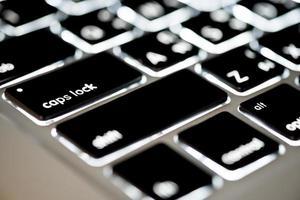 clavier noir avec rétro-éclairage.