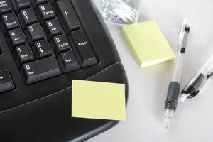 poster une note sur le clavier du PC photo