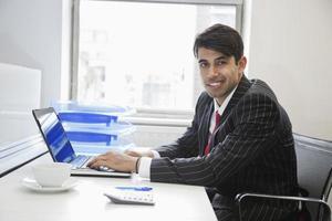 homme d'affaires au bureau photo
