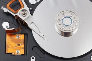 à l'intérieur du disque dur ouvert (hdd) photo