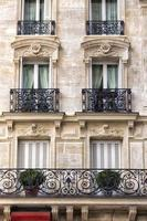 façade traditionnelle à paris photo
