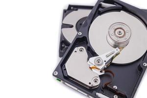 isoler les disques durs sur fond blanc. photo