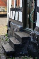 escaliers dans la vieille ville d'ebeltoft photo