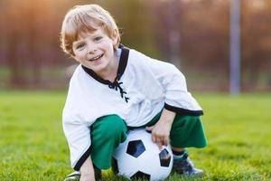 blond, garçon, 4, jouer, football, football, onl, champ