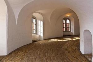 à l'intérieur de la tour ronde photo